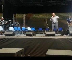 https://www.tp24.it/immagini_articoli/07-09-2021/1631007377-0-adesso-cateno-de-luca-e-anche-cantante-il-video-del-concerto-nbsp.jpg