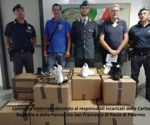 https://www.tp24.it/immagini_articoli/07-10-2019/1570458467-0-sicilia-finanzieri-donano-paia-scarpe-sequestrate-caritas.jpg