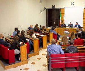 https://www.tp24.it/immagini_articoli/07-11-2018/1541549519-0-alcamo-primo-incontro-comune-universita-attivare-community-huburban-center.jpg