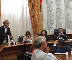 https://www.tp24.it/immagini_articoli/07-12-2017/1512641570-0-consiglio-comuale-marsala-maggioranza-amministrazione-lontani.jpg