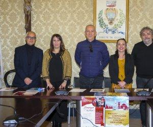 https://www.tp24.it/immagini_articoli/07-12-2018/1544138150-0-tutto-pronto-ericenatale-borgo-presepi.jpg