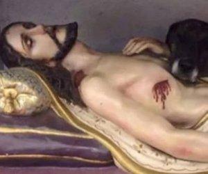 https://www.tp24.it/immagini_articoli/08-01-2019/1546976594-0-cane-chiesa-accuccia-statua-cristo-immagini.jpg