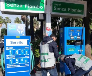 https://www.tp24.it/immagini_articoli/08-02-2020/1581147841-0-sicilia-contrabbando-prodotti-petroliferi-sequestrato-distributore-carburante.jpg