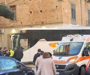 https://www.tp24.it/immagini_articoli/08-05-2019/1557339710-0-tragedia-castelvetrano-anziana-muore-investita-autobus.jpg