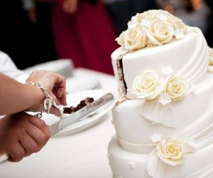 https://www.tp24.it/immagini_articoli/08-05-2021/1620492319-0-sicilia-festa-di-matrimonio-clandestina-i-carabinieri-bloccano-il-pranzo-di-nozze.jpg