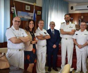 https://www.tp24.it/immagini_articoli/08-06-2019/1559994253-0-trapani-prefetto-ricciardi-visita-capitaneria-porto.jpg