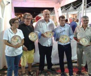 https://www.tp24.it/immagini_articoli/08-07-2014/1404800973-0-successo-per-street-food-fish--caponata-fest-a-castellammare.jpg