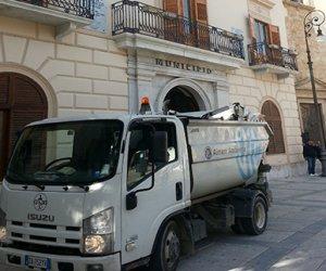 https://www.tp24.it/immagini_articoli/08-07-2019/1562574334-0-fare-chiarezza-disservizi-gestione-rifiuti-alcamo.jpg