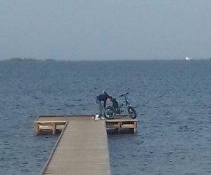 https://www.tp24.it/immagini_articoli/08-08-2019/1565252123-0-marsala-finiti-lavori-cinque-pontili-stagnone-qualcuno-bici.jpg
