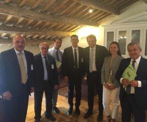 https://www.tp24.it/immagini_articoli/08-08-2019/1565295741-0-crisi-vino-siciliano-ministero-rivede-rese-ettaro.jpg