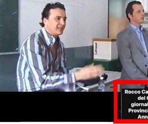 https://www.tp24.it/immagini_articoli/08-11-2018/1541692606-0-portavoce-premier-casalino-vecchi-down-hanno-schifo-video.jpg