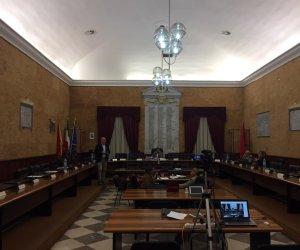 https://www.tp24.it/immagini_articoli/08-11-2019/1573199767-0-marsala-consiglio-comunale-disinteressato-deve-parlare-birgi-laula-deserta.jpg