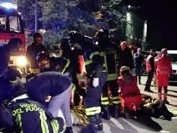 https://www.tp24.it/immagini_articoli/08-12-2018/1544248926-0-tragedia-ancona-ragazzi-morti-concerto-sfera-ebbasta-cento-feriti.jpg