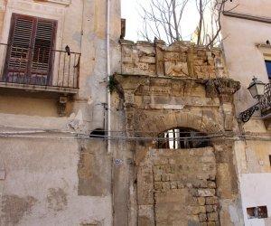 https://www.tp24.it/immagini_articoli/08-12-2018/1544266584-0-marsala-restaurano-portali-dellex-chiesa-michele.jpg