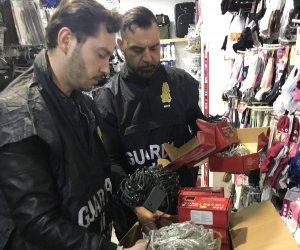https://www.tp24.it/immagini_articoli/09-01-2020/1578557565-0-sicilia-sequestrati-store-cinese-33mila-prodotti-sicuri.jpg