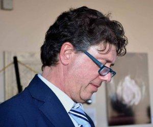 https://www.tp24.it/immagini_articoli/09-01-2020/1578559301-0-campobello-accardo-assessore-ringraziamento-sindaco.jpg