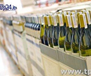 https://www.tp24.it/immagini_articoli/09-03-2017/1489071107-0-i-vini-piu-venduti-nei-supermercati-in-sicilia-primo-e-il-nero-d-avola.jpg