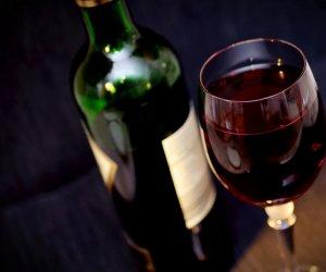 https://www.tp24.it/immagini_articoli/09-03-2018/1520620884-0-vino-sicilia-imbottigliato-aumentato-cento.jpg