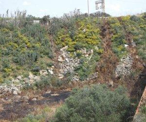 https://www.tp24.it/immagini_articoli/09-05-2018/1525857225-0-mazara-sequestrata-cava-dove-venivano-smaltiti-illegalmente-rifiuti-liquidi.jpg