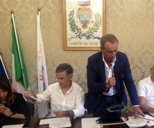 https://www.tp24.it/immagini_articoli/09-05-2018/1525868717-0-erice-giacomo-tranchida-dimesso-consiglio-comunale.jpg