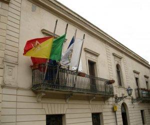 https://www.tp24.it/immagini_articoli/09-06-2018/1528528432-0-erice-movimento-cives-lascia-maggioranza-botta-risposta-spina-sindaco.jpg