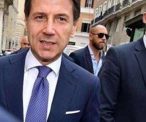 https://www.tp24.it/immagini_articoli/09-06-2018/1528535910-0-povero-conte-casaleggio-associati-spadroneggia-palazzo-chigi.jpg