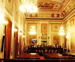 https://www.tp24.it/immagini_articoli/09-06-2021/1623250678-0-sicilia-l-ars-approva-il-ddl-per-il-rinvio-delle-elezioni-in-42-comuni-ecco-quali.jpg