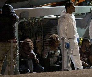 https://www.tp24.it/immagini_articoli/09-07-2019/1562667555-0-migranti-sbarco-sicilia-arrivano.jpg