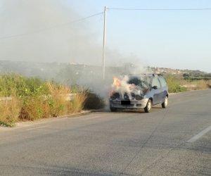 https://www.tp24.it/immagini_articoli/09-08-2018/1533810355-0-auto-fuoco-sullo-scorrimento-veloce-marsalabirgi.jpg