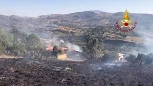 https://www.tp24.it/immagini_articoli/09-08-2019/1565328346-0-sicilia-fiamme-ancora-incendi-sono-quasi-dolosi-dicono-sindaci.jpg