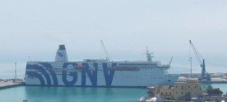 https://www.tp24.it/immagini_articoli/09-08-2020/1596970311-0-trapani-la-nave-quarantena-con-700-migranti-a-bordo-e-in-rada-al-porto.jpg