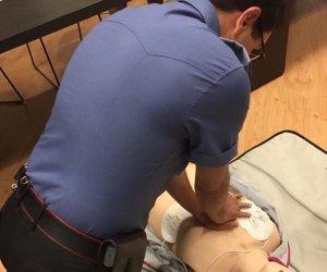 https://www.tp24.it/immagini_articoli/09-09-2019/1568010491-0-trapani-carabinieri-lezione-rianimazione-defibrillatore.jpg