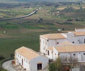 https://www.tp24.it/immagini_articoli/09-10-2018/1539071837-0-santa-ninfa-inaugura-museo-preistoria-castello-rampinzeri.jpg