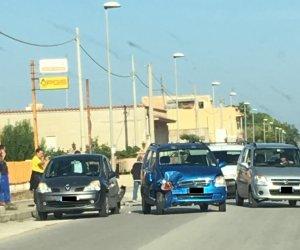 https://www.tp24.it/immagini_articoli/09-10-2018/1539073167-0-incidente-marsala-auto-scontrano-strasatti.jpg