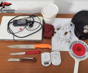 https://www.tp24.it/immagini_articoli/09-10-2018/1539080289-0-trapani-spaccia-droga-arresti-domiciliari-arrestato-37enne.jpg