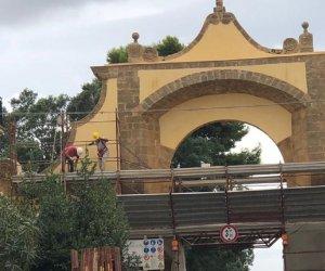https://www.tp24.it/immagini_articoli/09-10-2019/1570573900-0-castelvetrano-finiti-lavori-restauro-porta-mare.jpg