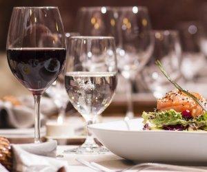https://www.tp24.it/immagini_articoli/09-11-2019/1573284265-0-cena-mafia-cinquemila-ristoranti-mani-cosa-nostra.jpg