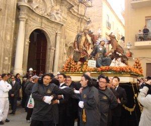 https://www.tp24.it/immagini_articoli/10-01-2020/1578660549-0-trapani-badge-antiraggiro-offerte-processione-misteri.jpg