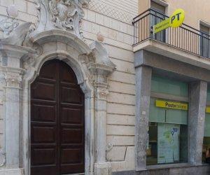 https://www.tp24.it/immagini_articoli/10-01-2021/1610271191-0-marsala-dipendenti-delle-poste-donano-pacchi-alimentari.jpg