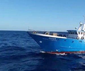https://www.tp24.it/immagini_articoli/10-01-2021/1610275304-0-peschereccio-mazarese-soccorre-imbarcazione-tunisina-i-sindacati-politica-si-occupi-di-gestione-del-mediterraneo.jpg