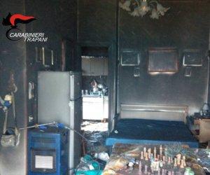 https://www.tp24.it/immagini_articoli/10-05-2018/1525958437-0-alcamo-incendia-casa-madre-vendetta-immagini.jpg
