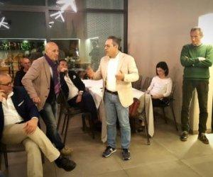 https://www.tp24.it/immagini_articoli/10-05-2018/1525981531-0-serata-fine-stagione-marsala-volley-dirigenti-proiettati-farsi.jpg