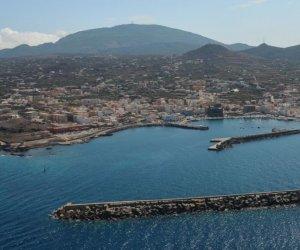 https://www.tp24.it/immagini_articoli/10-06-2018/1528651009-0-palombari-marina-militare-liberano-molo-porto-pantelleria.jpg