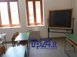 https://www.tp24.it/immagini_articoli/10-06-2019/1560142482-0-sicilia-fanno-regalo-fine-anno-scolastico-maestra-sgrida-alunni.jpg