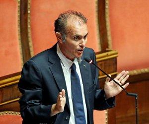 https://www.tp24.it/immagini_articoli/10-06-2021/1623309574-0-santangelo-m5s-ambiente-in-costituzione-svolta-storica-per-l-italia.jpg