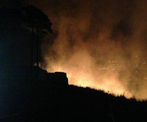https://www.tp24.it/immagini_articoli/10-07-2019/1562740991-0-brucia-vito-capo-fiamme-calampiso-evacuate-persone.jpg