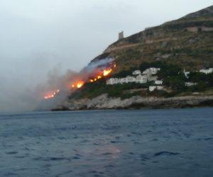 https://www.tp24.it/immagini_articoli/10-07-2019/1562752166-0-lincendio-vito-ripreso-mare-video.jpg