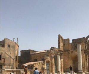 https://www.tp24.it/immagini_articoli/10-07-2019/1562771301-0-dolce-gabbana-scelgono-salemi-shooting-fotografico-centro-storico.jpg