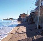 https://www.tp24.it/immagini_articoli/10-08-2017/1502372525-0-abusivismo-sicilia-vespri-abusivi-siciliani-temono-spada-damocle.jpg