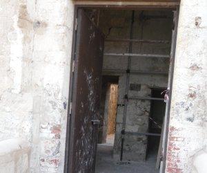 https://www.tp24.it/immagini_articoli/10-08-2017/1502375048-0-vandali-colombaia-trapani.jpg